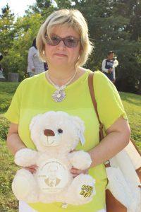 Eine stolze Bärenbesitzerin